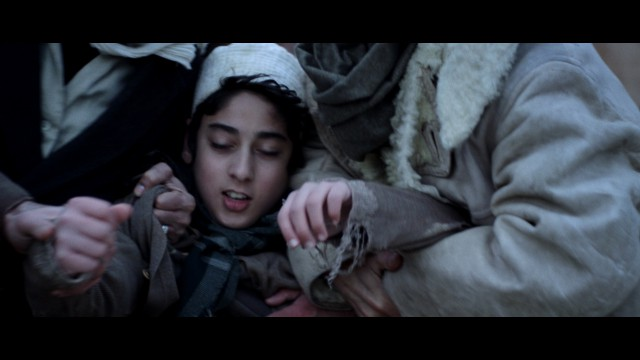 Hassan, frère de Nabilah, au moment du suicide de cette dernière.